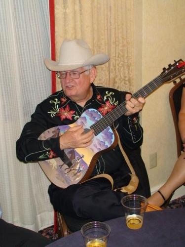 SHELTON JACKSON SHELTON JACKSON PLAYS GUITAR